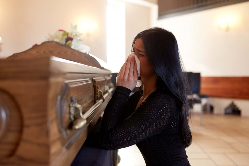 Grieving woman contacts wrongful death lawyers in Tampa