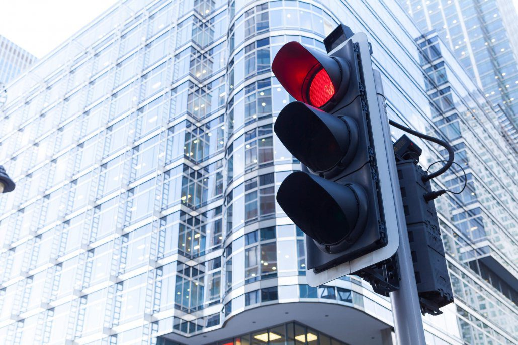 Stoplight helps to prevent car accidents in Florida